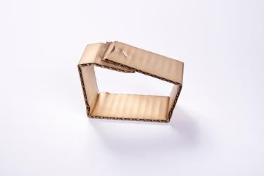 David Bielander, armband 1 uit de serie Wellpape, 2015, collectie CODA Aperldoorn.