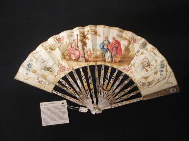 Huwelijkswaaier met 'Offer aan Hymeneaus/Romeins huwelijk', circa 1750-1774, KT 5-1971 AB Gemeentemuseum