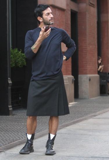 Marc Jacobs in een rok, datum onbekend, bron: Trendland.com
