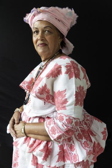 Christine van Russel-Henar, directeur van het Koto-museum in Paramaribo in koto. Foto: Het Klederdrachtmuseum, Amsterdam