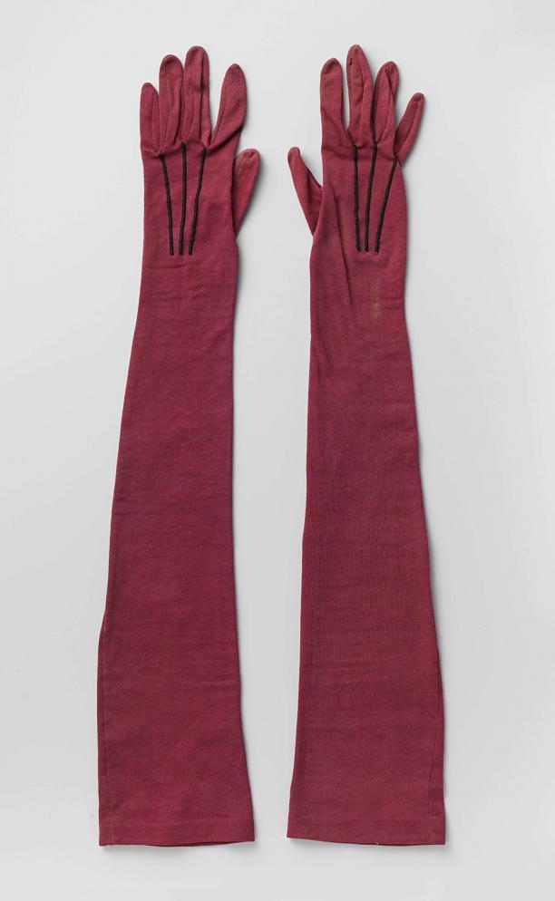 Handschoenen, tricot, katoen en zijde, West-Europa, ca. 1895-1900, Rijksmuseum, aankoop met steun van de Stichting tot Bevordering van de Belangen van het Rijksmuseum.