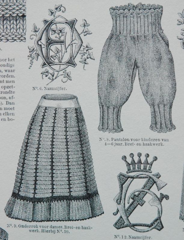 dames-onderrok en kinder-broekje, beiden breiwerk