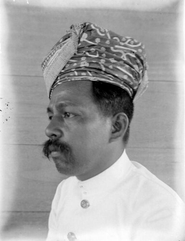 Afb 3Portret van een Minangkabaus-familiehoofd uit Pariaman, collectie Stichting Nationaal Museum van Wereldculturen, inventarisnummer: TM-10005036.