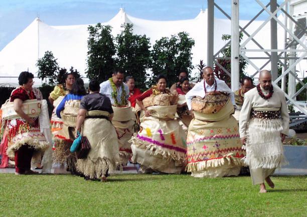 2. Modemuze blog Inge Bosman. Fanny Wonu Veys, 'Ceremonie op Tonga' – foto Website