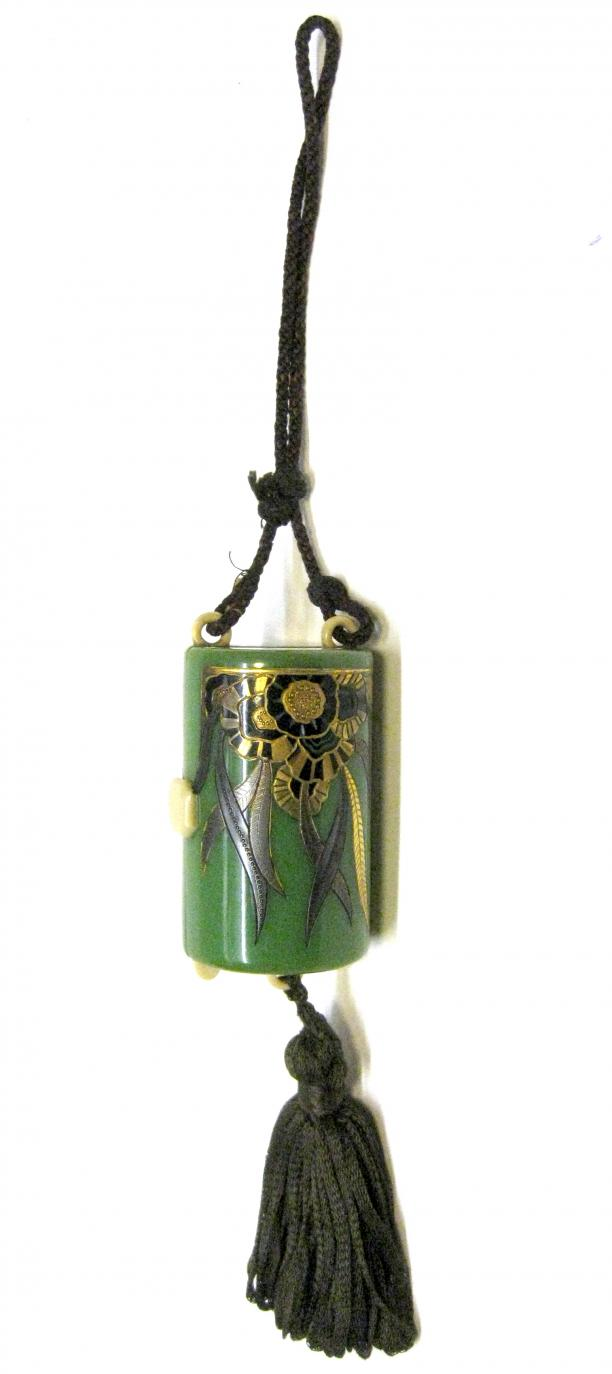Vanity case, groen met gouden bloemen, kwast en koordhengsel, Engeland, 1920-1930, Tassenmuseum.