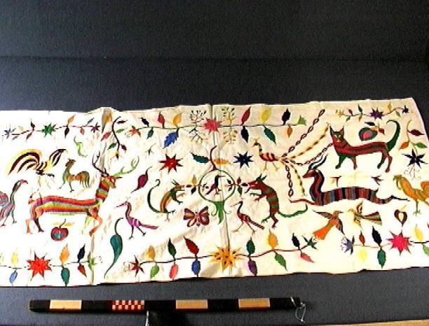 Kleed met dierenmotieven in verschillende kleuren, katoen, voor 1975, collectie Stichting voor het Museum van Wereldculturen.