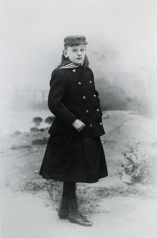 Koningin Wilhelmina in cadettenkostuum, Fotograaf: Adolphe Zimmermans, Den Haag. Koninklijke Verzamelingen, Den Haag