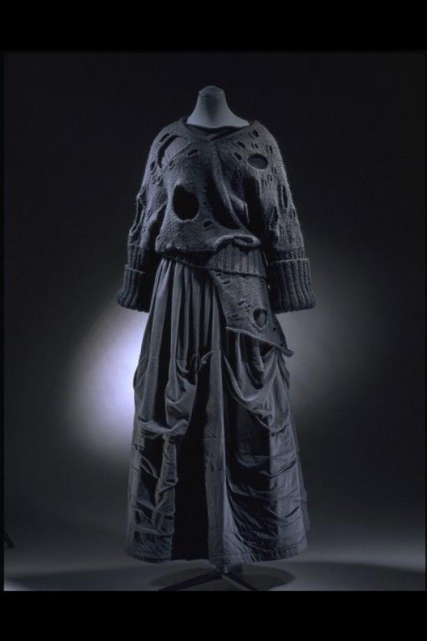 Rei Kawakubo, ensemble uit 1982 (V&A)