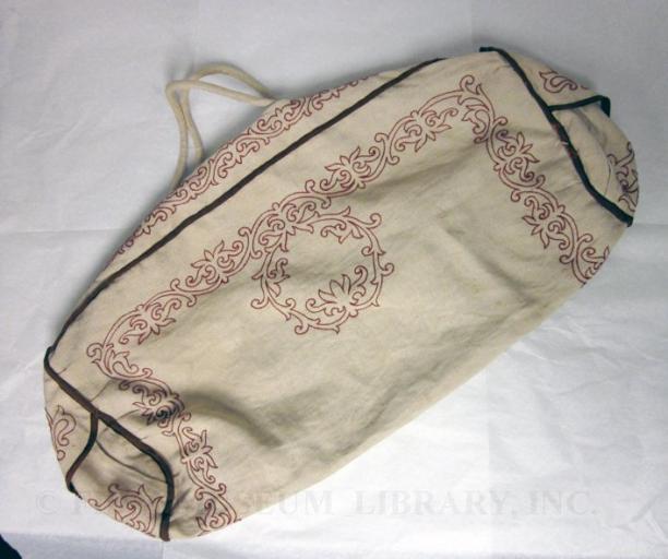 Afbeelding 2 - Anoniem, sporttas van linnen en metaal, 1865, permanente collectie FIDM. Modemuze, Americana, Los Angeles, stijl, mode, FIDM, Fashion Institute of Design and Merchandising