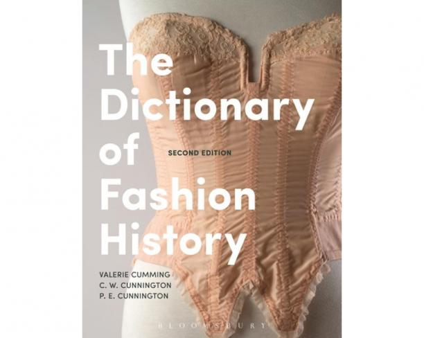 Blog Modemuze Boeken Top 5 Bianca du Mortier Emile Valerie Cumming, C.W. & P.E. Cunnington, The Dictionary of Fashion History 2