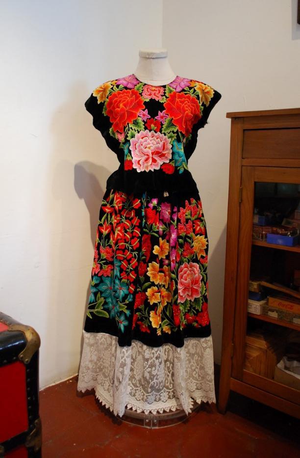 Outfit van Frida Kahlo, via: jeannedepompadour (blogspot).