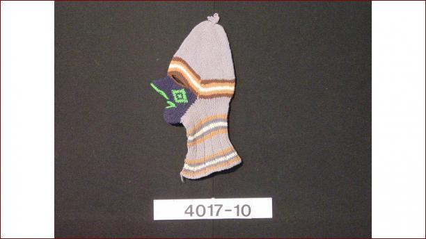 Gebreide wollen maskermuts (TM-4017-10), voor 1971, collectie Stichting Nationaal Museum van Wereldculturen.